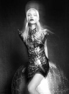 Turkish glossy Elele Magazine features model Anna 'Aspen' Gerasimova and photography by Koray Parlak. September issue 2012.