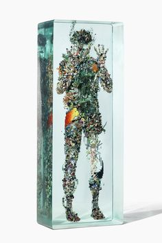 Collages Encased in Layers of Glass by Dustin Yellin www.thisiscolossa - Sculpture - Print the sulpture yourself - Collages Encased in Layers of Glass by Dustin Yellin www. 3d Collage, Collage Sculpture, Art Glass Sculpture, Broken Glass Art, Sea Glass Art, Stained Glass Art, Fused Glass, L'art Du Vitrail, Illustration Photo