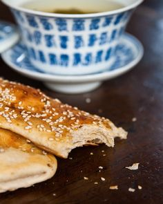 Life on Nanchang Lu: Shanghai Street Food #26 Sesame Breakfast Pastries: Dà Bǐng 大饼, Shāo Bing 烧饼