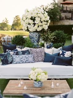 Country Club - events from around the country: Luxury Texas Wedding at The Dallas Country Club - MODwedding Wedding Lounge, Mod Wedding, Gatsby Wedding, Gothic Wedding, Church Wedding, Luxury Wedding, Blue White Weddings, Outdoor Sofa, Outdoor Decor