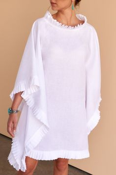One style, two ways. This divine white linen pleated short kaftan gives you the option to wear as a dress or top. Fácil Blanco is proudly designed and tailored in Dubai from Italian linen. African Fashion Dresses, African Dress, Fashion Outfits, Fashion 2017, Gothic Fashion, Fashion Women, White Kaftan, Traje Casual, White Linen Dresses
