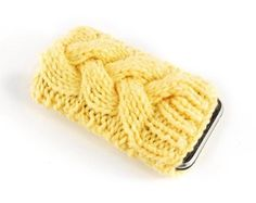 $ 4 pattern iPhone Cover Mobile Phone Cozy .. oh for pete's sake i can just make a cable, seam it up on the one side or somethin..  ;p ..i think this would look good in a chunky weight..