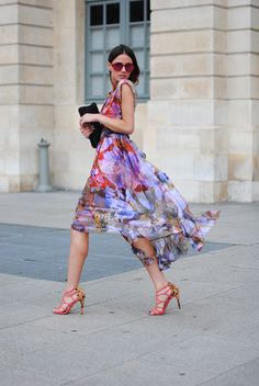 Don't women look lovely in a gorgeous floaty dress. Looks Street Style, Looks Style, My Style, Fashion Week, Look Fashion, Fashion Design, Floral Fashion, Paris Fashion, Fashion Dresses