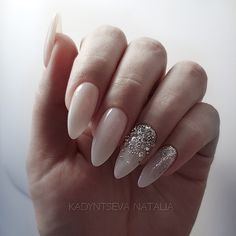 Spring is a perfect season for outdoor weddings,and every bride started preparing everything from wedding dresses to wedding shoes. your wedding nails are also very important.We have prepared the 36 latest wedding nail designs for your reference in 2020 . Wedding Nails Design, Fall Nail Art, Almond Nails, Wedding Shoes, Wedding Dresses, Best Makeup Products, Nail Art Designs, Nailart, Top