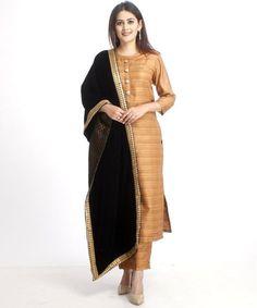 anokherang Combos XS Gold Kundan Silk Kurti with Straight Pants and Black Velvet and Banarsi Stole Silk Kurti Designs, Kurta Designs Women, Salwar Designs, Pakistani Dresses, Indian Dresses, Indian Outfits, Pakistani Suits, Anarkali Dress, Western Dresses