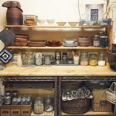 毎日使う食器から、時々しか使わない食器。さまざまな形や素材の食器を使いやすくなおかつオシャレに収納したいですよね♡DIYした食器棚やアイテムを使った目からうろこ収納も!今回はいろいろな収納方法をご紹介したいと思います。是非参考にしてください♪