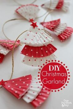 Christmas DIY: Super simple and cut Super simple and cute DIY Christmas Garland using cupcake cases. This is a perfect last-minute Christmas craft for the kids. Fun Crafts For Kids, Christmas Crafts For Kids, Christmas Projects, Holiday Crafts, Holiday Fun, Festive, Kids Diy, Holiday Decor, Christmas Ideas