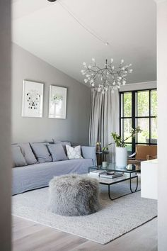 70-talsvillan blev drömhem – hälsa på hos Valerie Aflalo   Sköna hem Exterior Design, Interior And Exterior, Victoria Silvstedt, Modernism, Feng Shui, House Ideas, Couch, Living Room, Places
