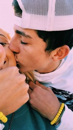 Relationship goals - 60 Sweet And Dreamy Teen Couples For Your Endless Romance Page 20 of 60 – Relationship goals Cute Couples Photos, Cute Couple Pictures, Cute Couples Goals, Couple Pics, Couple Things, Cute Teen Couples, Baseball Couples, Couple Stuff, Prom Pictures