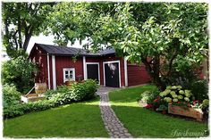 Red Cottage, Garden Cottage, Outdoor Spaces, Outdoor Living, Swedish House, Small Places, Garden Inspiration, Outdoor Gardens, Countryside