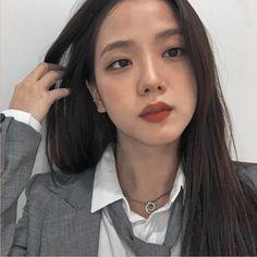 Blackpink Jisoo, Blackpink Jennie, South Korean Girls, Korean Girl Groups, Blackpink Members, Blackpink Photos, Famous Girls, Yg Entertainment, Cool Girl