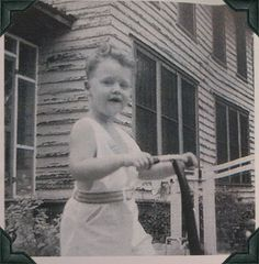 President Bill Clinton was born August in Hope, Arkansas. is it just me or is there a striking resemblance to Honey Boo Boo? Presidents Wives, American Presidents, American History, Young Celebrities, Celebs, Childhood Photos, Interesting History, Famous Faces, Old Photos