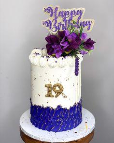 "𝐐𝐮𝐚'𝐓𝐞𝐬𝐡𝐚 𝐅𝐞𝐥𝐝𝐞𝐫•𝗖𝗮𝗸𝗲 𝗗𝗲𝘀𝗶𝗴𝗻𝗲𝗿 on Instagram: ""𝗣𝘂𝗿𝗽𝗹𝗲 𝗥𝗮𝗶𝗻 💜💜 : : : : : : : : : : : : : : : : : : : : : : : #theebougiebaker #buttercreamcake #cakestagram #instacake #cakesofig…"" Buttercream Cake, Purple Rain, Custom Cakes, Birthday Cake, Treats, Desserts, Instagram, Food, Design"