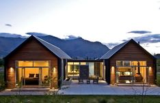Essex Avenue House, Arrowtown by Assembly Architects Residential Architecture, Modern Architecture, U Shaped Houses, Hemingway House, Casas Containers, Modern Farmhouse Exterior, Modern Barn, Future House, Tiny House