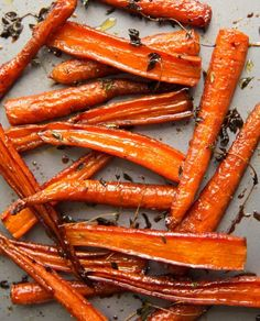 These Honey Balsamic Roasted Carrots are beautifully caramelized in a sweet and … These roasted honey balsamic carrots are beautifully caramelized in a sweet and sticky glaze. The perfect side dish for your Sunday roast # carrots Balsamic Carrots, Honey Roasted Carrots, Baked Carrots, Roasted Vegetables, Veggies, Roasted Garlic, Balsamic Vinegar, Honey Glazed Carrots, Kitchen