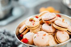 Today, I'm going to show you a highly requested recipe, the elusive french macaron. The french macaron recipe are really delicious cookies that's crunchy Macaroons, Köstliche Desserts, Holiday Desserts, Dessert Recipes, Dessert Food, Sweet Desserts, Brunch Recipes, Vegan Recipes, Ranch Chicken Recipes