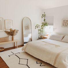 Room Ideas Bedroom, Bedroom Bed, Bedroom Designs, Bedroom Apartment, Mirror In Bedroom, Light Bedroom, Bedroom Inspo, Bedroom Furniture, Cheap Bedroom Ideas