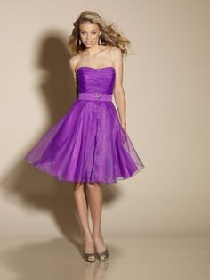 Beautiful Short Organza Strapless Bridesmaid Dresses With Belt And Embellished Brooch