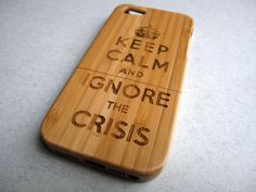 houten iphone 4 hoes - Keep calm, ignore the crisis!