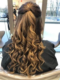 half up half down. Twist Curls, Half Up Half Down Hair, Engagement Pictures, Twists, Wedding Hairstyles, Long Hair Styles, Beauty, Chunky Twists, Engagement Photos