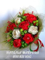 Fragrant Christmas greens and traditional red flowers and berries are NEVER a mistake in December! Paper Flower Arrangements, Edible Arrangements, Baby Birthday Decorations, Chocolate Pack, How To Wrap Flowers, Red Flowers, Edible Bouquets, December Holidays, Hand Bouquet
