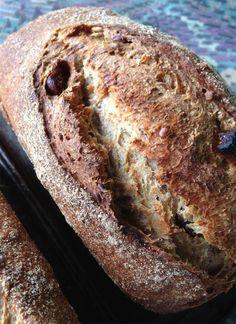 Pão Integral com Sementes e Figo por Miguel Winge Pão feito com sementes de linhaça, girassol, abóbora e figo seco. Massa de fermento natural, farinha de trigo integral, centeio e trigo branco. A R...