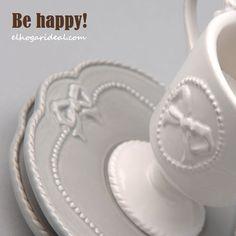 Esta mañana me he levantado y le he puesto un lazo a la taza de café. Me ha quedado Ideal. Pasa un buen día. http://elhogarideal.com/es/vajillas-y-menaje/922-juego-de-cafe-espresso-boucle.html#.VhRAVXrtmko