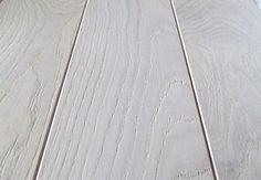 Parquet chêne massif brossé verni blanc Hardwood Floors, Flooring, Decoration, Alcove, Inspiration, Flat, Architecture, Houses, Oak Hardwood Flooring