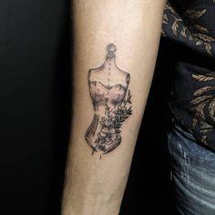 Tattoo Manequim! Tem uma ideia legal para tatuar? O link do Whats está na Bio 📲 - #seventattoose #clenlauar #tattoo #tatuagem #moda #tattoomoda #manequim #aracajutattoo #tattooed #inked #inkedup #lovetattoo &nbs