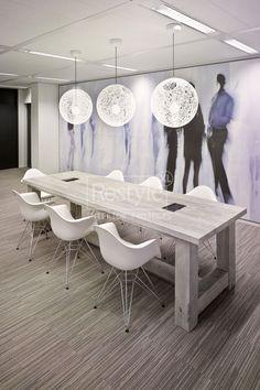 Vergadertafel van RestyleXL van oud hout gemaakt en geplaatst bij Abvakabo