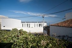 12 houses in Icod, Tenerife / by David Arias and Cristina del Buey / Photo by E. Acosta