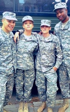 Kristen Stewart - New/Old pic of Kristen and co-stars on Camp X-Ray set