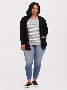Shop women's plus size tops, plus size shirts, sexy sequin tops & more at Torrid. Find plus size tops from dressy to crops, all fit to flatter curves! Plus Size Cardigans, Plus Size Shirts, Plus Size Tops, Curvy Girl Outfits, Cute Outfits, Work Outfits, Plus Size Casual, Women's Plus Size Style, Casual Plus Size Outfits