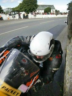 This is the southern 100 course ,castletown IOM , also great racing. What a shot! Motorcycle Racers, Racing Motorcycles, Motorcycle Outfit, Isle Of Man, Gp Moto, Guy Martin, Motorcycle Images, Super Bikes, Road Racing
