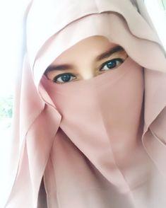 Beautiful Hijab Girl, Beautiful Asian Women, Beautiful Eyes, Hijab Niqab, Muslim Hijab, Hijabi Girl, Girl Hijab, Niqab Fashion, Girl Fashion