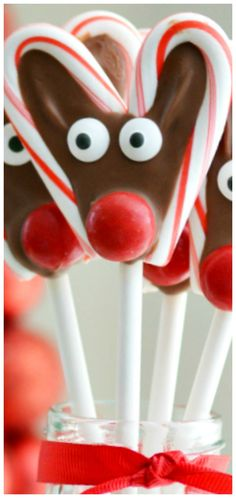 Zuckerstange-Ren-Knalle - Candy and Cookies - Candy Cane Christmas Deserts, Christmas Favors, Christmas Goodies, Christmas Candy, Christmas Treats, Christmas Baking, Christmas Kitchen, Christmas Time, Canes Food