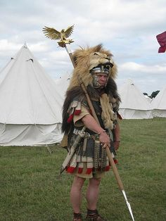 Aquilifer carrying the Eagle standard (Aquila) - the lion's head is the customary dress for this position. Ancient Rome, Ancient History, Larp, League Of Legends, Apple Watch Band, Samurai, Roman Armor, Roman Warriors, Roman Legion