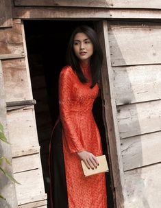Thanh lịch, tinh khôi trong tà áo dài là hình ảnh từ lâu đã gắn liền với Tăng Thanh Hà. Liệu chị sẽ chọn mẫu áo dài nào trong ngày trọng đại của mình?