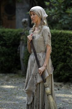 Jessy Schram in Once Upon a Time Medieval Fashion, Medieval Dress, Medieval Clothing, Medieval Fantasy, Medieval Outfits, Jessy Schram, Cinderella Aesthetic, Cinderella Musical, Megan Hess