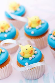 frosting ducks on cupcakes