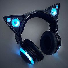 Cat headphones are the purrrrfect gear for a cat lover. Now, we can enjoy and share our favorite music with these awesome headphones. Kawaii Accessories, Tech Accessories, Electronics Accessories, Fashion Accessories, Cat Headphones, Wireless Headphones, Mode Kawaii, Jugend Mode Outfits, Accessoires Iphone