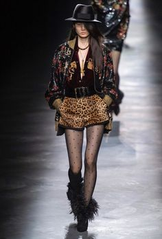 Saint Laurent Fall 2019 Fashion Show . Designer ready-to-wear looks from Fall 2019 runway shows from Paris Fashion Week Fashion Week Paris, Fall Fashion Trends, Love Fashion, Fashion Show, Autumn Fashion, Womens Fashion, Fashion Tv, Phoebe Philo, Christopher Shannon