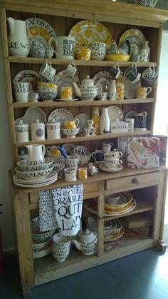 Black Toast 2014 New Kitchen, Kitchen Decor, Cocina Shabby Chic, Emma Bridgewater Pottery, Welsh Dresser, Kitchen Dresser, Country Style Homes, Display Shelves, Kitchen Accessories