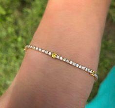 Bracelet tennis avec diamants et Saphires jaunes Bracelet Tennis, Bracelets, Gold Price Graph, Today Gold Price, Gold Live, Gold Bullion, Sell Gold, Bangkok, Yellow
