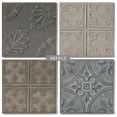 SetFour Classic Slate is samengesteld uit4 panelen maatSmallin diverse patronen en kleuren die mooi bij elkaar aansluiten.De gebruikte platen zijn gemaakt van (deels) recycled staal waarin een patroon wordt gestanst waardoor er een 3-dimensionale wanddecoratie ontstaat.