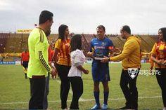 Juan Arango recibió una placa de parte del Aragua FC