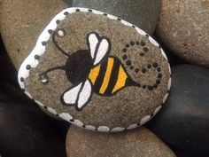 Paint bee rocks as end-of-year gifts for students? Bee Painting, Pebble Painting, Pebble Art, Stone Painting, Mandala Painting, Rock Painting Designs, Paint Designs, Bee Rocks, Bee Gifts