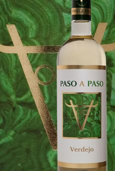 Paso A Paso Verdejo wine from Spain vineyard Good Pizza, Ursula, Wine Country, Square Feet, Perspective, Vineyard, Spain, Bottle, Drinks