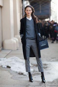 グレータックパンツでおしゃれな着こなし。上品なタイプのミセス系コーデ。スタイル・ファッションの参考に♪