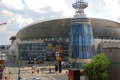 Bridgestone Arena in downtown Nashville is in a historic area and opened in It was designed by Populous. Not only does it house some of the greatest concerts of all time, it is home to the Nashville Predators NHL team. Tennessee Titans, Nashville Tennessee, Nashville Music, Predators Hockey, Sports Stadium, Football Stadiums, Places Ive Been, Vacation, City